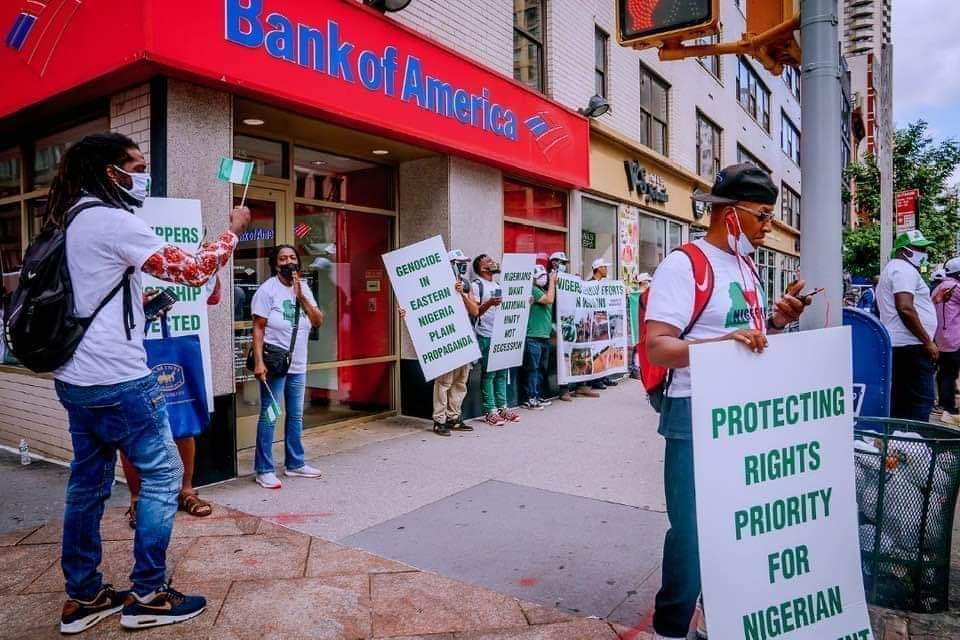 PHOTOS: Buhari Supporters Hold Counter Protest In New York.